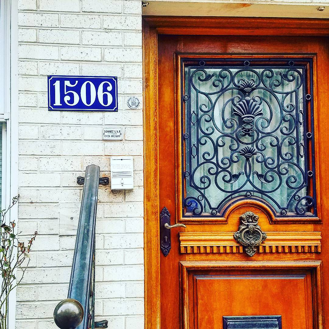 photo of a door with a parisian-style house number